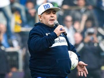 Maradona, en su presentación con el Gimnasia y Esgrima La Plata