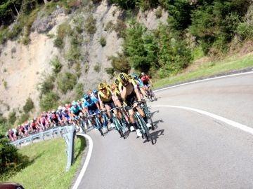El pelotón de la Vuelta a España, durante la etapa 16