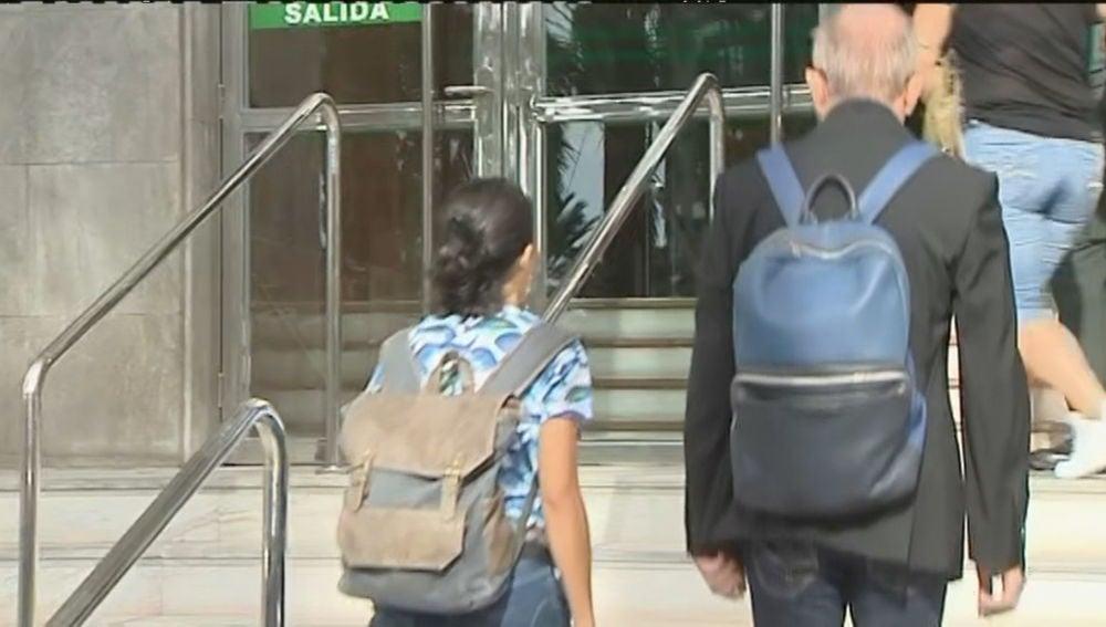 Llegada de la madre de Gabriel Cruz al juicio