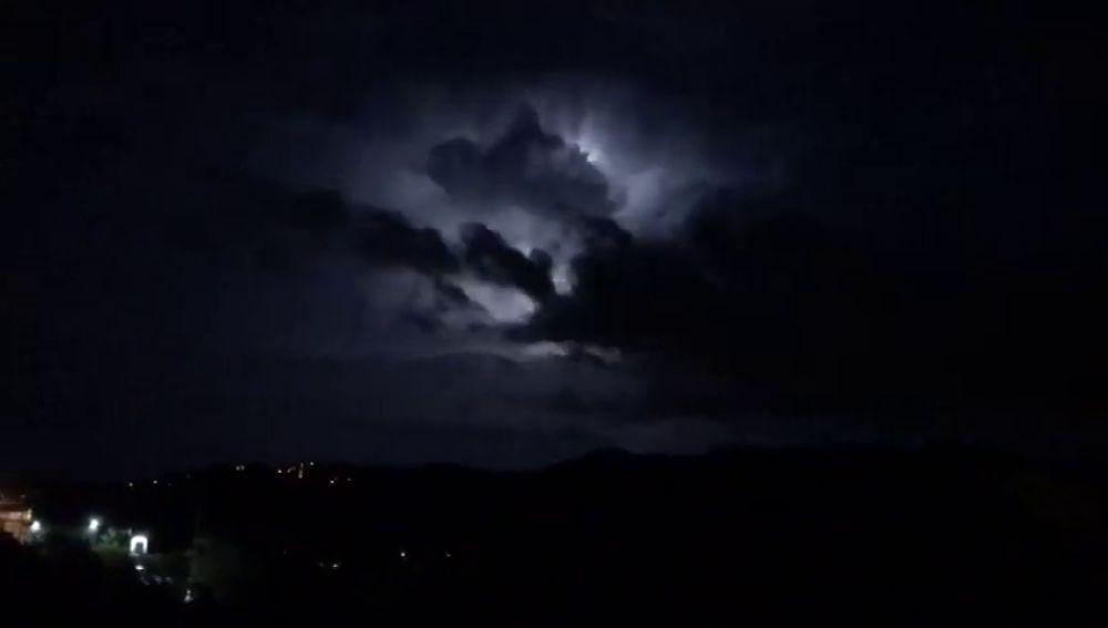 Alerta por una DANA en Cataluña: caen más de 36.000 rayos durante la noche