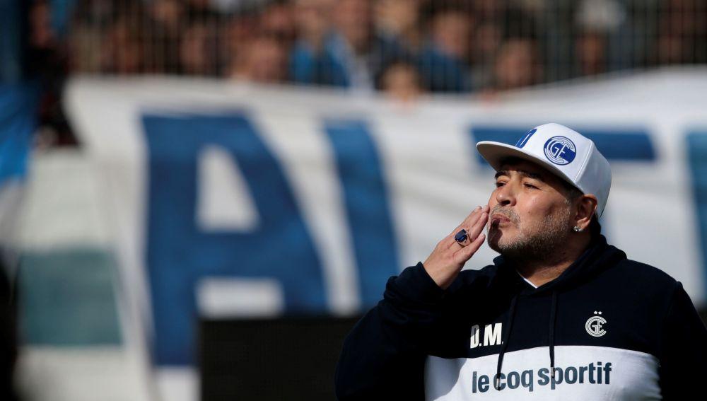 Maradona, en su presentación con el Gimnasia y Esgrima de La Plata