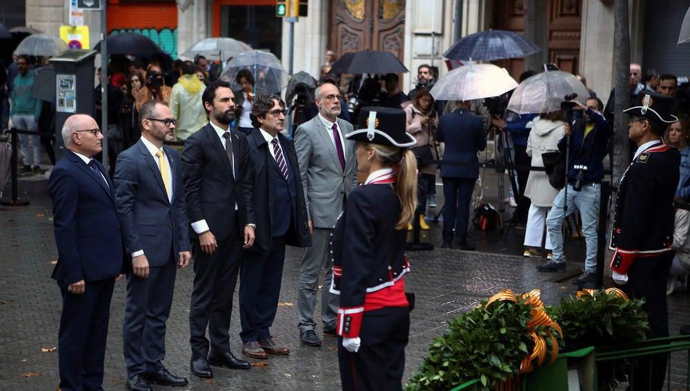 Ofrenda floral al momumento a Rafael Casanova