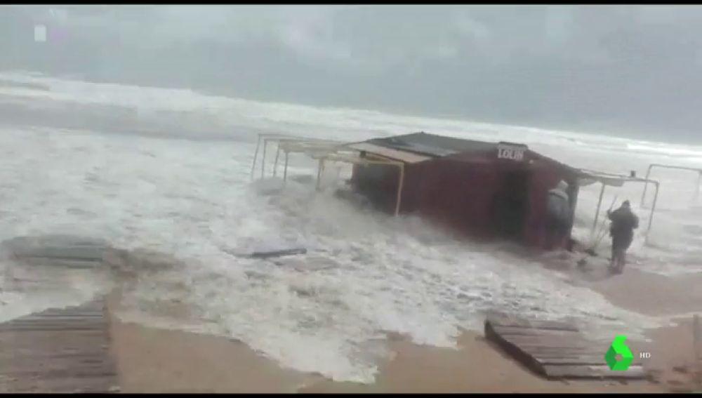 Inundaciones, destrozos, clases canceladas... las consecuencias del temporal que azota Valencia y Alicante