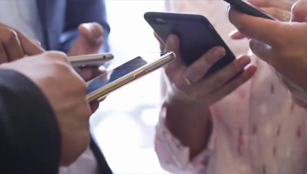 Chats de padres en WhatsApp: la Guardia Civil lanza una advertencia para el inicio del curso