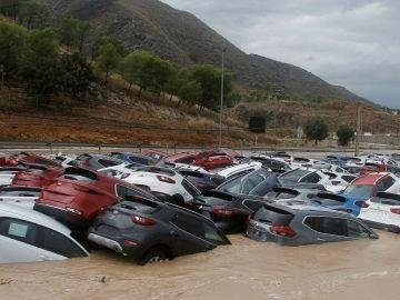 Ciento de coches inundados tras el paso de la Gota Fría en Orihuela