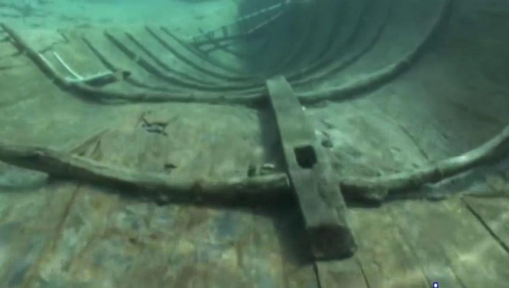 El barco fenicio mejor conservado podría tocar tierra: el Gobierno decide si saca sus restos del fondo del mar