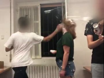 Violenta novatada en un colegio mayor de Madrid: una joven recibe un brutal tortazo