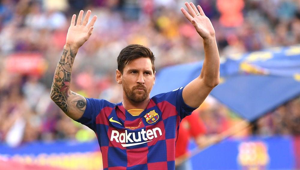 Leo Messi, saludando a la afición culé