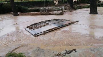 El agua ha desbordado ríos y causado destrozos en casas en Ontinyent, Valencia