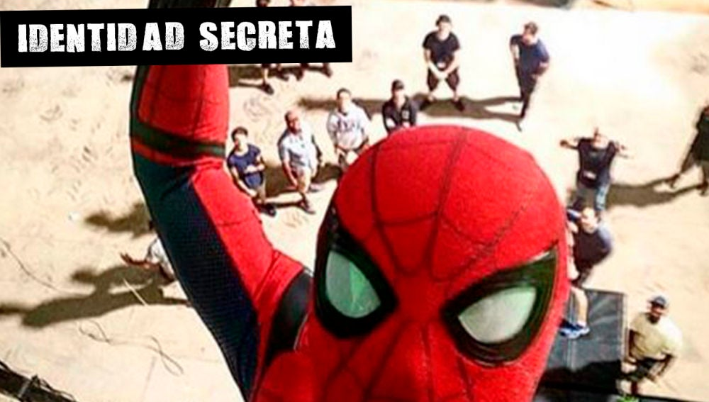 Spiderman haciéndose un selfie