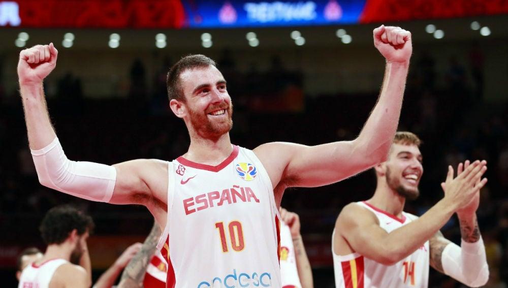 Víctor Claver, con España