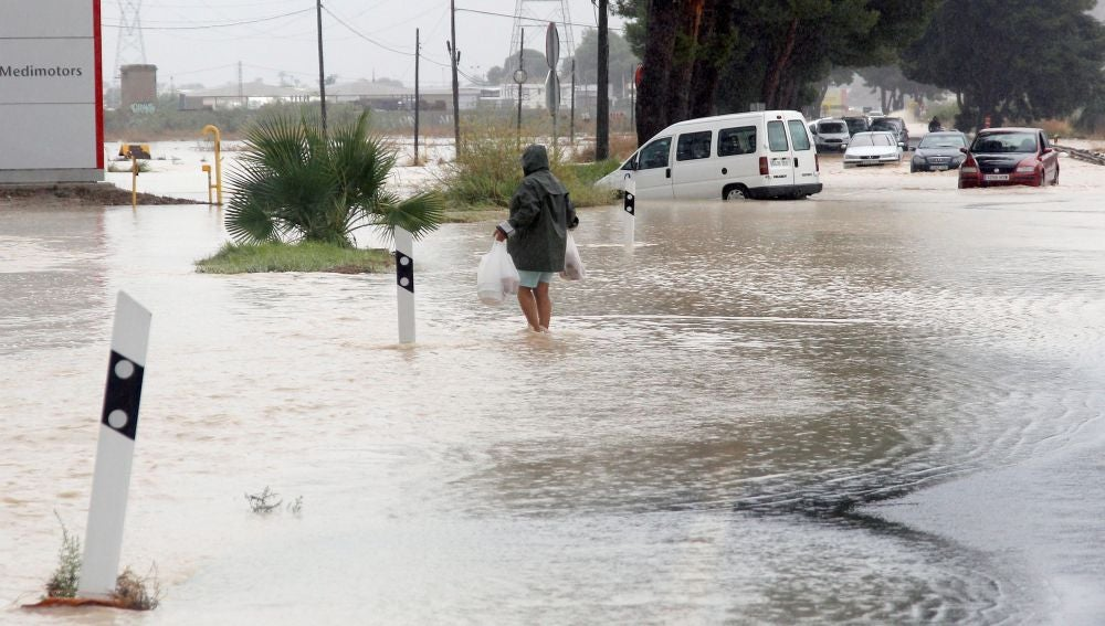 Entrada Norte de Orihuela por la N-340, cortada debido a las lluvias.