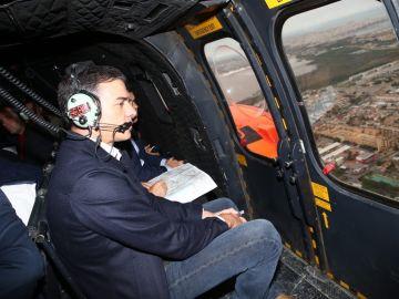 Pedro Sánchez sobrevolando los lugares afectados por la DANA