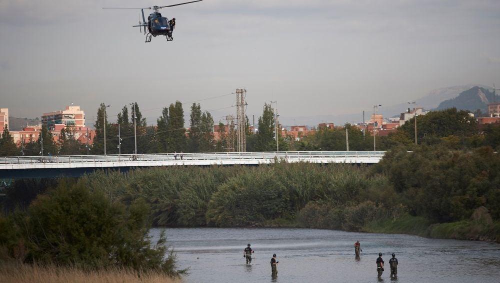 Dispositivo de búsqueda del bebé arrojado al río Besòs
