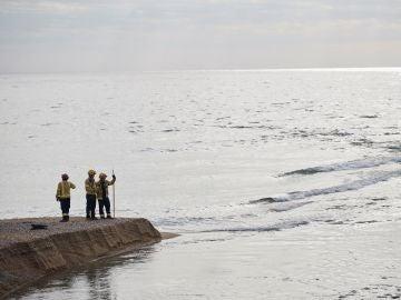 Imagen del operativo de búsqueda del bebé en el río Besòs