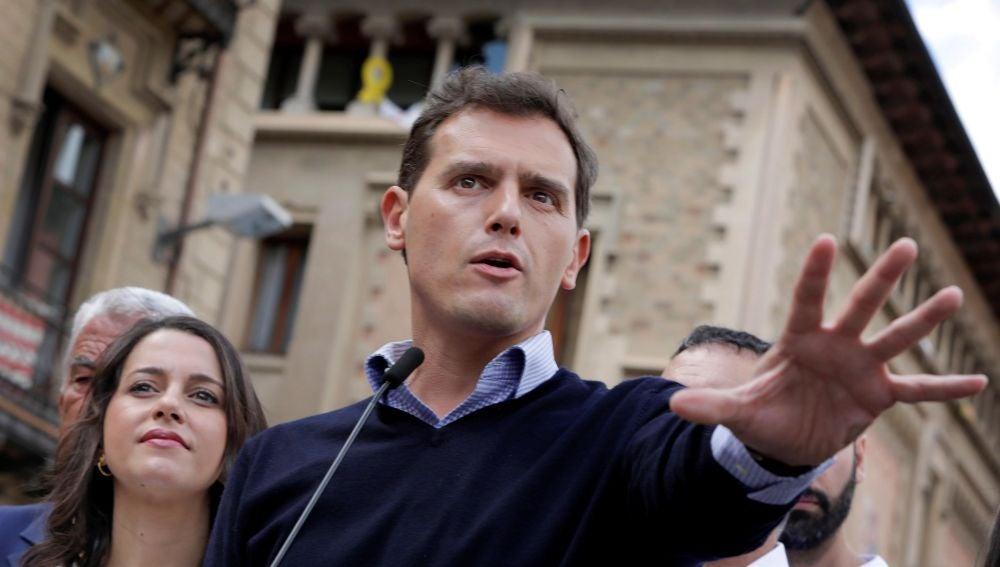 Rivera propone un plus salarial para policías y guardias civiles en Cataluña