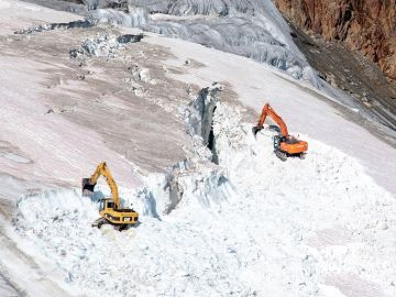 Las excavadoras destruyen el glaciar Pitztal