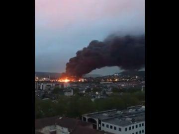 Espectacular incendio en una planta química de Rouen