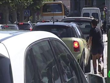 Lugo permitirá aparcar 10 minutos en doble fila para recoger a los niños del colegio