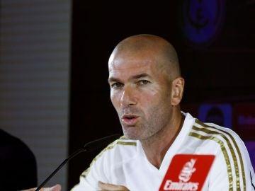 Zidane habla ante los medios