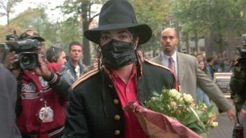 Michael Jackson con máscara