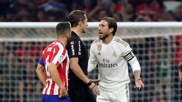 Ramos, con el árbitro y con Koke