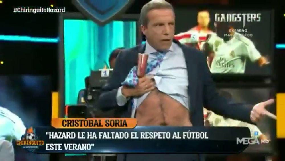 Cristóbal Soria compara su barriga con la de Hazard... ¡haciendo un 'striptease'!