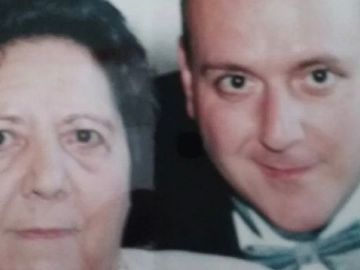 Benny Gómez junto a su madre