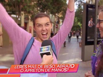 Los españoles desvelan sus saludos más incómodos