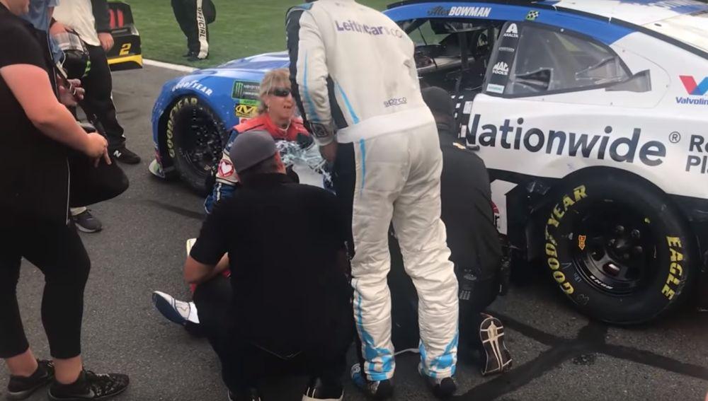 Wallace tira agua a Bowman en la NASCAR
