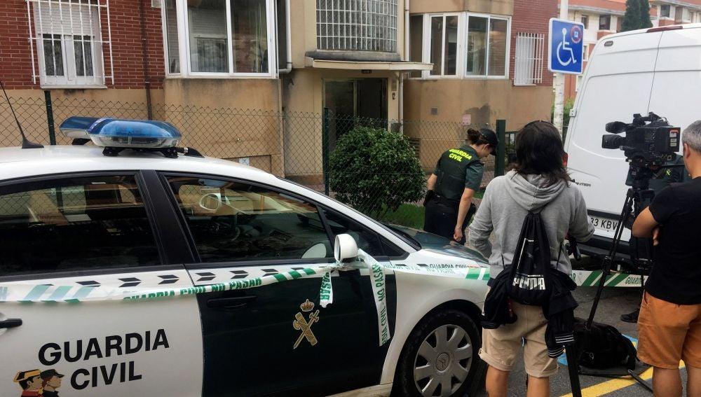 La Guardia Civil registra la casa de la detenida en relación con el cráneo encontrado en una caja