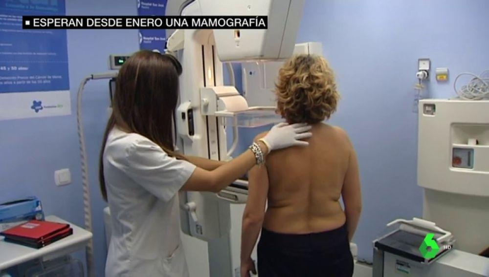 Hasta 350.000 mujeres esperan desde enero una mamografía: la detección precoz del cáncer de mama lleva 9 meses parada en Madrid