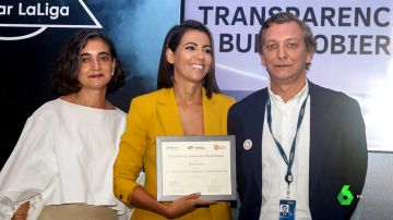 Ana Pastor recoge un premio para Newtral por su lucha contra las noticias falsas