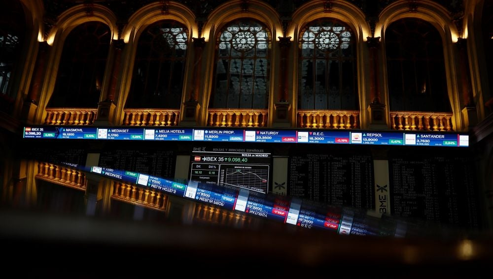 La Bolsa baja un 2,77 %, la mayor caída anual