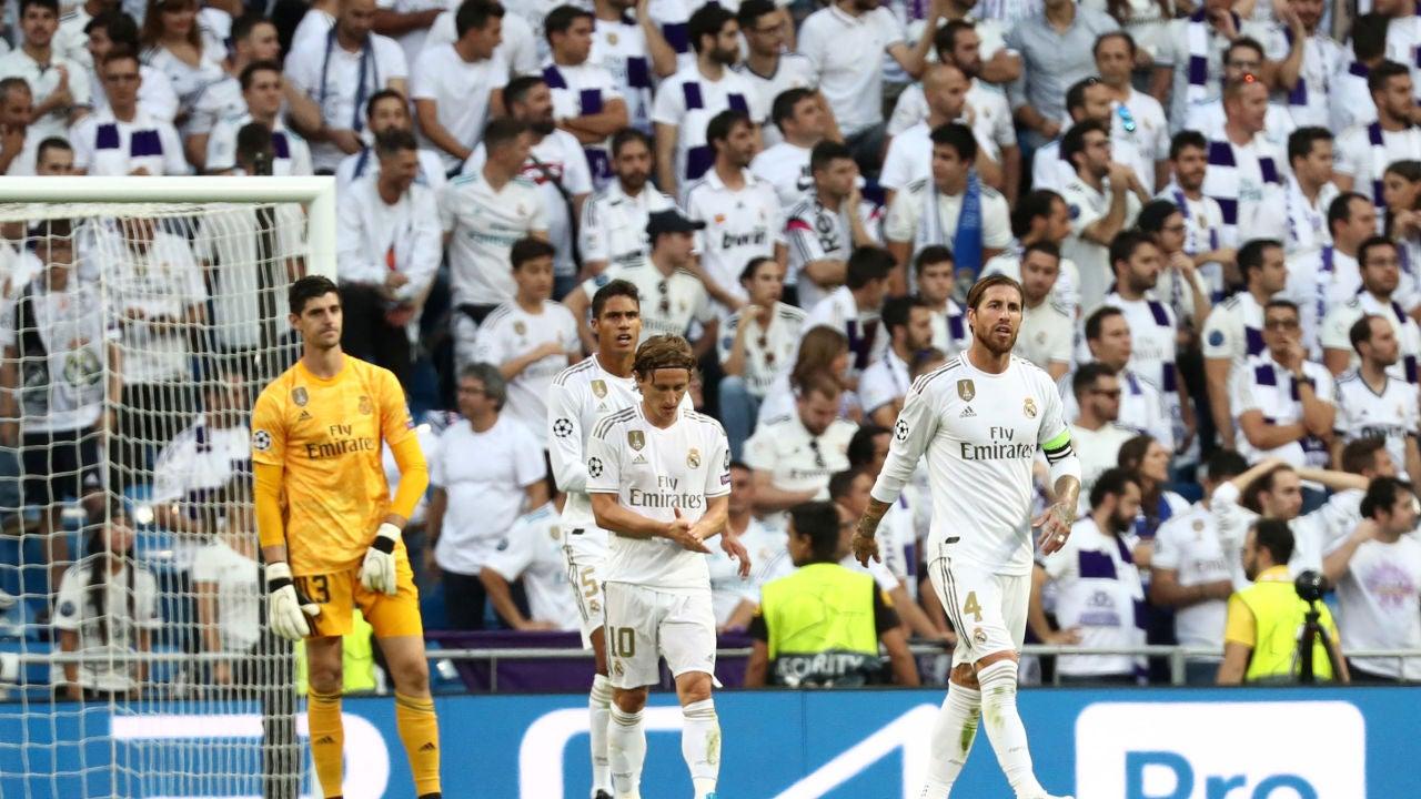 Los jugadores del Real Madrid, tras uno de los goles del Brujas