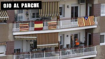 Banderas en balcones de un edificio del centro de Barcelona