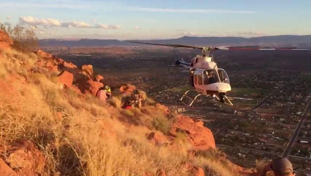 Espectacular rescate 'lateral' en helicóptero a un excursionista