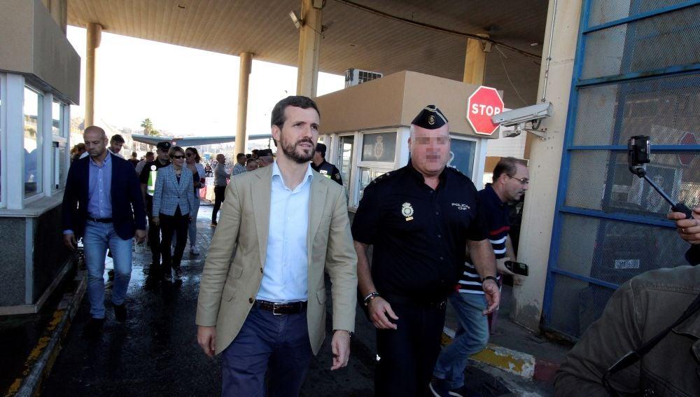El líder del PP Pablo Casado, durante la visita al paso fronterizo del Tarajal