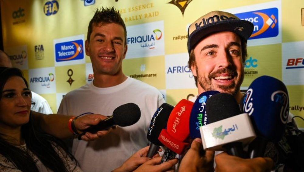Marc Coma y Fernando Alonso atienden a los medios