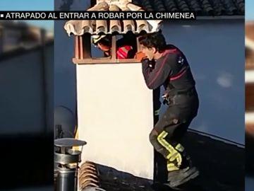 Rescatan a un joven tras quedarse atrapado en una chimenea cuando intentaba robar