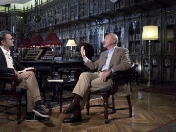 Arturo Pérez-Reverte responde a las preguntas de Iñaki López