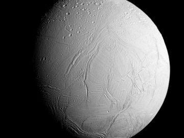 Encélado, el sexto satélite más grande de Saturno