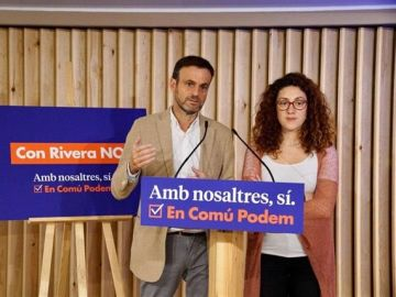 El portavoz de ECP, Jaume Asens, y la candidata de ECP al Congreso Aina Vidal