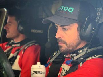 Fernando Alonso, con Marc Coma