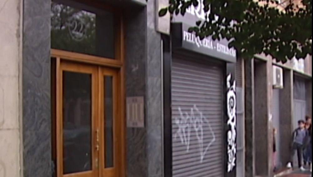Imagen de la vivienda en la que un hombre se atrincheró con su hijo tras acuchillar a su pareja