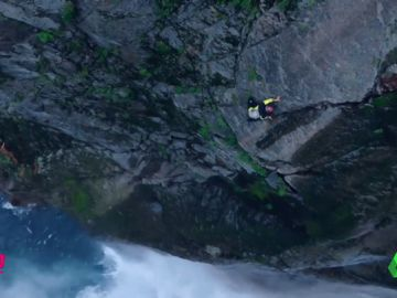 De otro mundo: Escala la catarata más alta de Japón sin cuerdas