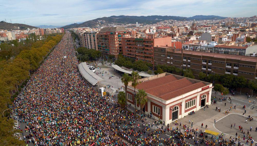 """Más de medio millón de personas inundan el paseo de Gràcia para pedir """"libertad a los presos políticos"""""""