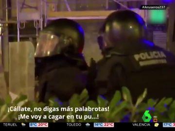 La reprimenda de un policía a un antidirturbios en Cataluña