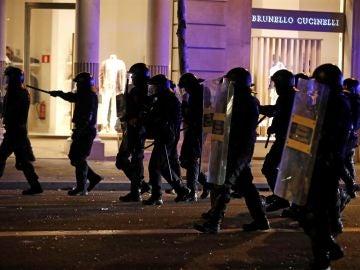 Los Mossos d'Esquadra durante los altercados en Barcelona