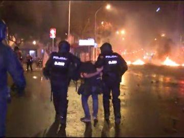 Alrededor de 20 detenidos en el quinto día de disturbios en Cataluña